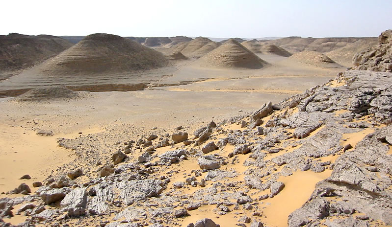 "Figure 22 Wind-eroded ""hummock mounds"" on the Sinn el-Kiddab plateau, east of Kurkur Oasis."